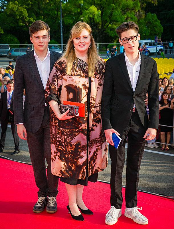 Фото: Михалкова и ее сыновья www.kino-teatr.ru