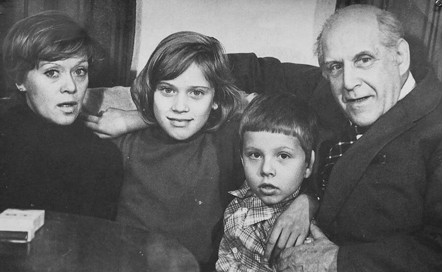 Фото: Варвара и ее родители www.kino-teatr.ru