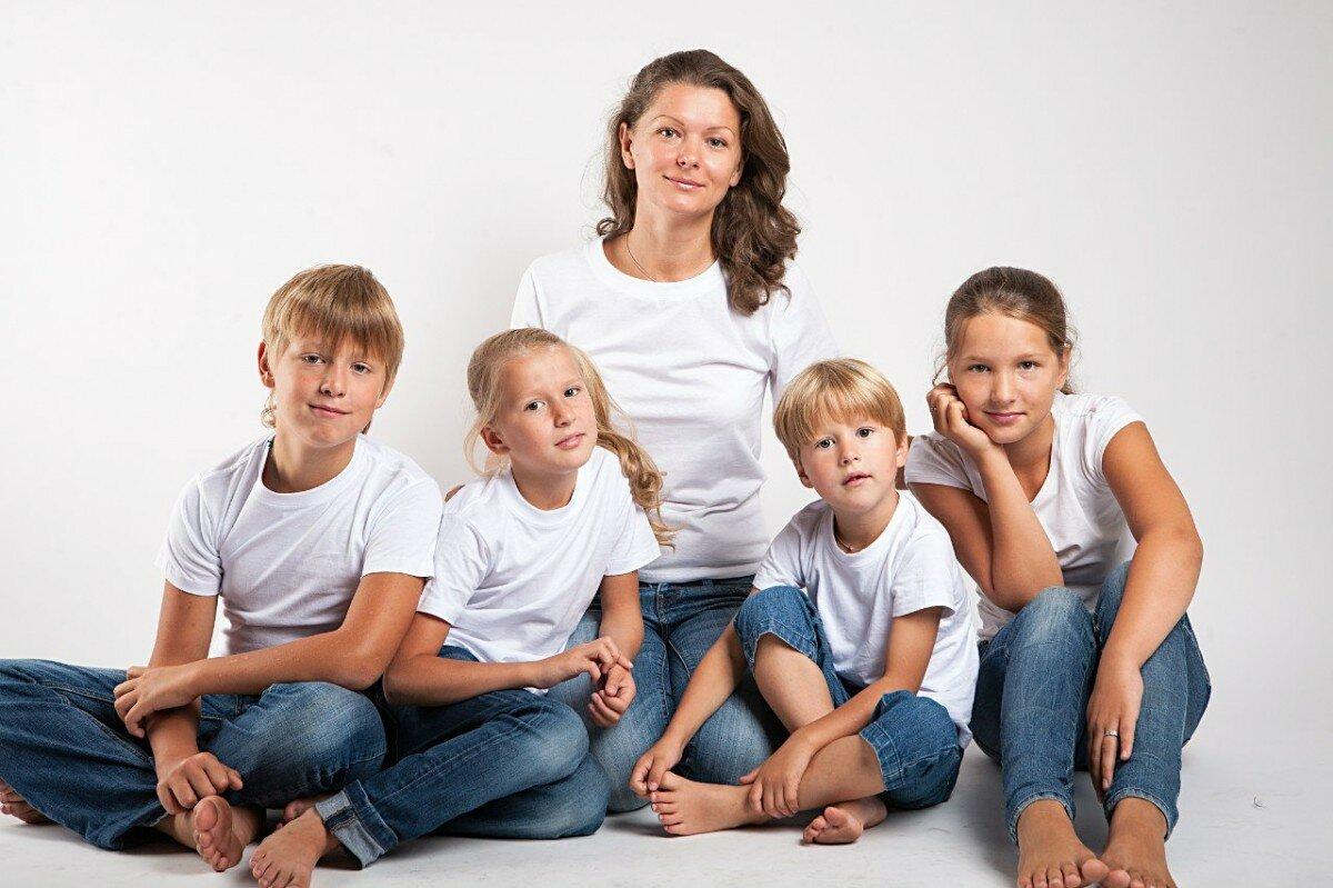 5 лет назад от 36-летнего Михаила ушла жена, оставив ему 7 детей. Как живёт сейчас многодетный отец-одиночка