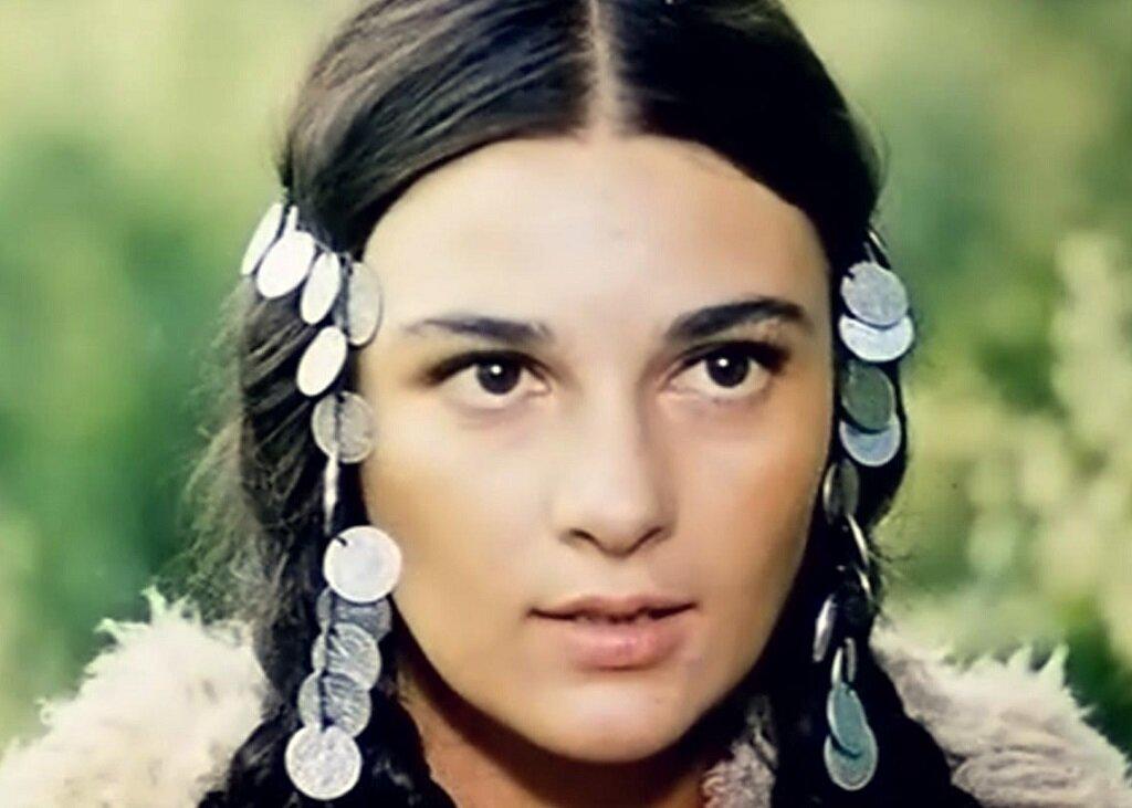 Как живет самая красивая цыганка Рада из культового фильма «Табор уходит в небо»