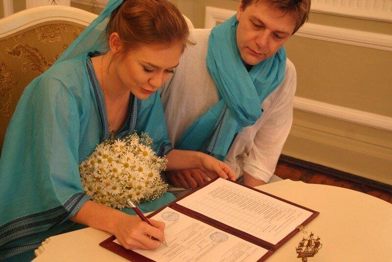 Мария Машкова в день регистрации брака фото с сайта https://news.myseldon.com/ru/news/index/215571183