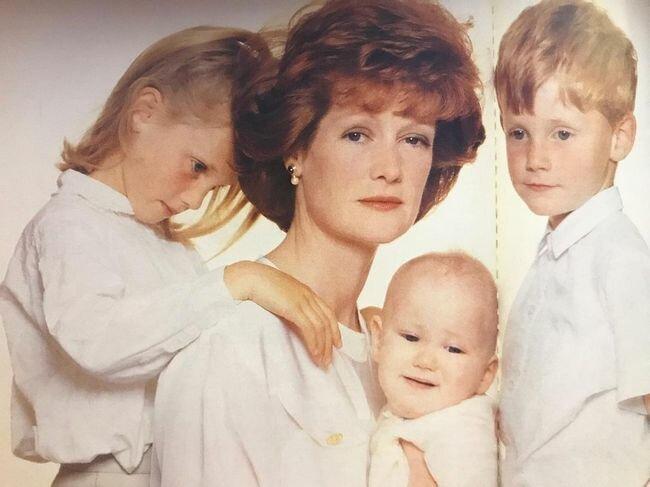 Сестра принцессы Дианы — леди Сара с детьми, 1990 г. (Фото: GLOBAL LOOK PRESS)
