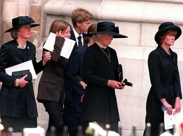 Сестры на церемонии прощания с Дианой. (Фото: GLOBAL LOOK PRESS)