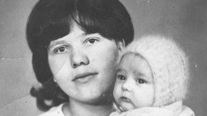 Вера Шатунова с сыном. Источник фото: beerhead-bar.ru
