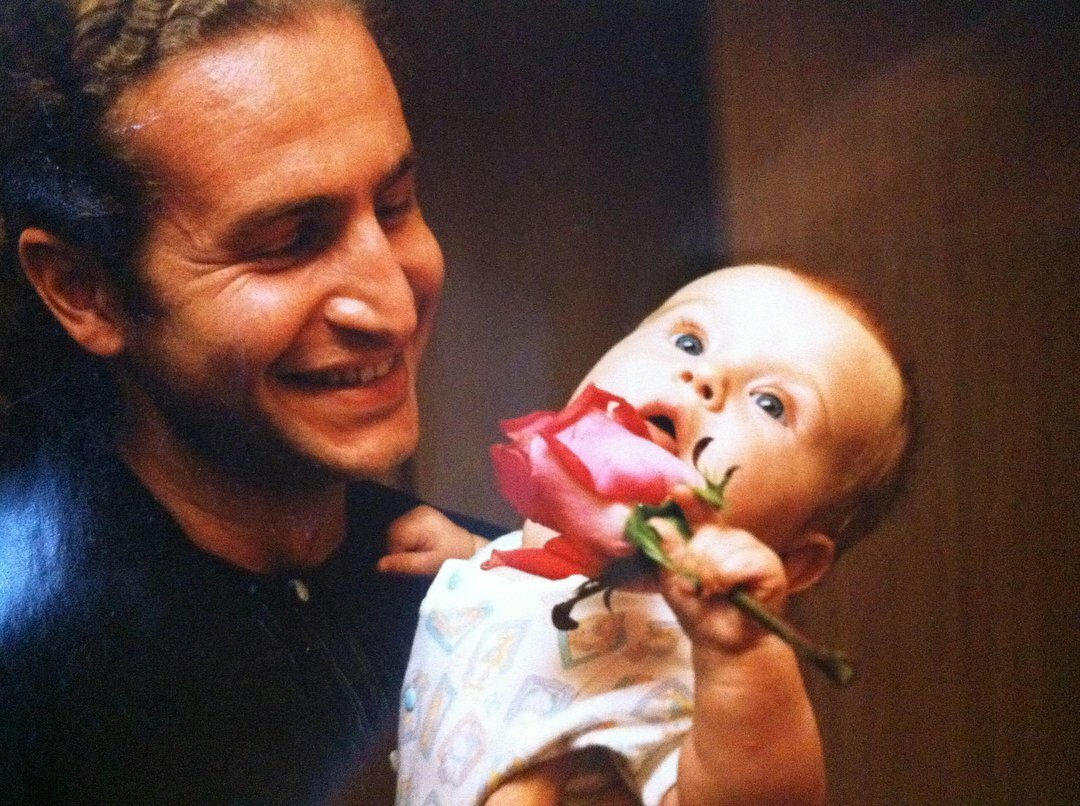 Леонид Агутин с новорожденной Полиной. Фото из открытых источников