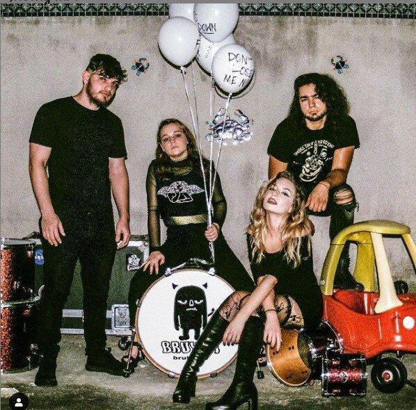 Елизавета Варум со своей группой. источник https://www.instagram.com/lizvmusic/